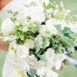 Kedvenced a fehér rózsa? Válassz a fehér rózsás menyasszonyi csokrok közül!